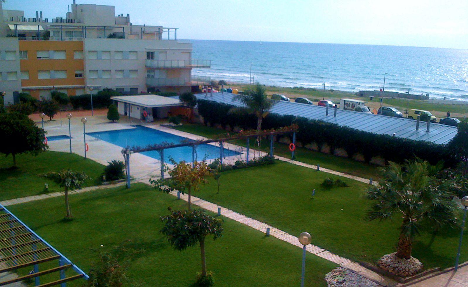 Apartamento en alquiler vacacional con piscina en for Apartamentos alquiler con piscina